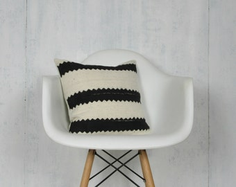 Black and White Striped Mudcloth Pillow Cover / Minimalist Pillow African Bogolanfini Cream Neutral Ethnic Various Sizes Decorative Throw