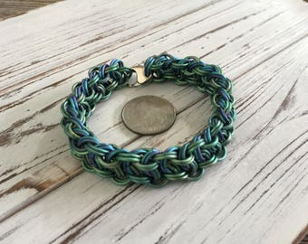 Robust Kinged Vipera Berus Chainmaille/Chainmail Bracelet--Green to Blue iridescent Titanium 6 7 8 9 10 inch