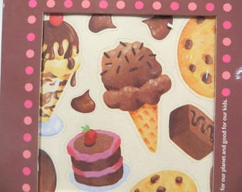 40 stickers that smell chocolate when rubbed.