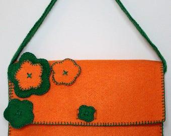 Eypo, purse in hand-sewn felt.