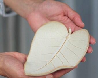 leaf shaped dish, ceramic ring dish, ceramic jewelry dish, ceramic leaf, wedding ring dish, anniversary gift, white ring holder, gift idea