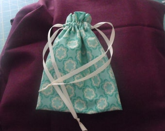 Drawstring pouch for girls - use as a coin purse, a gift bag, a little purse - green and ecru print