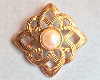 Mid-century Brooch - Gold Celtic Knot with Pearl Accent