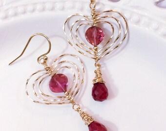 Pink Tourmaline coeur boucles d'oreilles avec rubis gouttes, cadeau romantique pour elle, boucles d'oreilles coeur or, cadeau Saint-Valentin, cadeau d'anniversaire, Rubellite