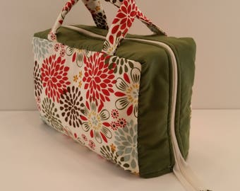 Flower Burst Print Lunch Tote Opening Into a Tray.