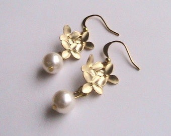 Wedding earrings, wedding jewelry, wedding jewelry, gold floral earrings, Gold pearl bridal earrings bridal jewelry braidesmaid jewelry