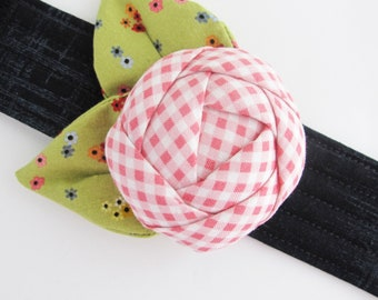 Flower Wrist Pin Cushion Cuff   Wrist bracelet pincushion makes a great gift for anyone who likes to sew or quilt.