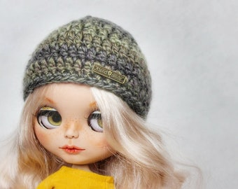 Blythe doll,knitted hat green