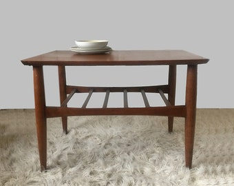 Mid Century End Table Tapered Legs Danish Modern with Lower Rack vintage 1950s 50s 1960s 60s