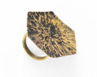 Big ring in hammered brass