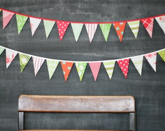 Christmas Bunting / Vintage Christmas Garland Decoration / Mini Flags / Red Green White / Fabric Flag Bunting Banner