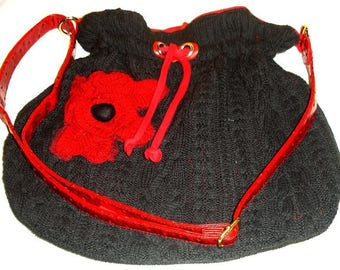 Shoulder bag in 'wool upcycled' red and gray