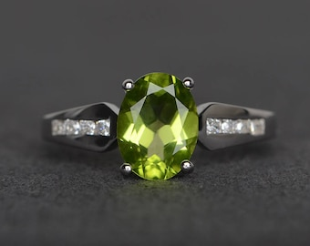 natural peridot ring wedding ring oval cut green gemstone sterling silver ring August birthstone ring
