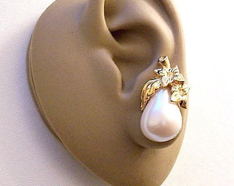Avon Crystal Flower Leaf Pearl Apple Clip On Earrings Gold Vintage Large White Domed Pear Shape Bead Lined Accents Clear Rhinestone Centers