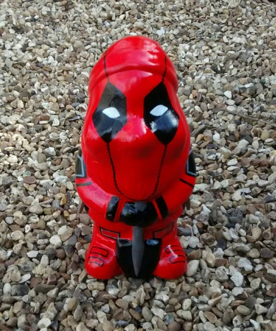 It's a freaking GNOME dressed like Deadpool. BEST GNOME EVER.