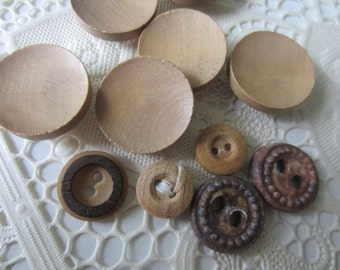 Vintage Buttons - assorted lot of 10 wood novelty, 5 matching, old and sweet  (9130)
