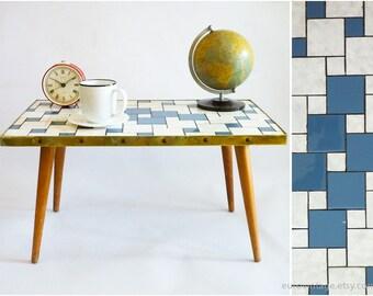 Table basse mosaïque Vintage / surf Table / en céramique blanc bleu mosaique Table tripode / des années 50 des années 60