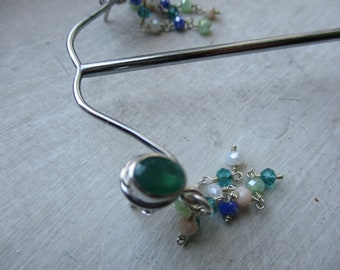 Rhodium-plated silver earrings with green jade