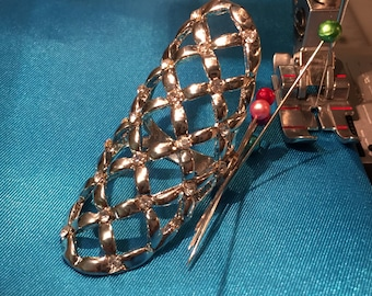 Magnetic ring pin holder with rhinestones, gold or silver, with or without magnet