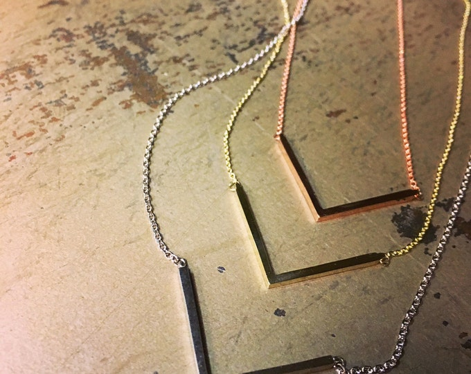 V Necklace in 14k Gold