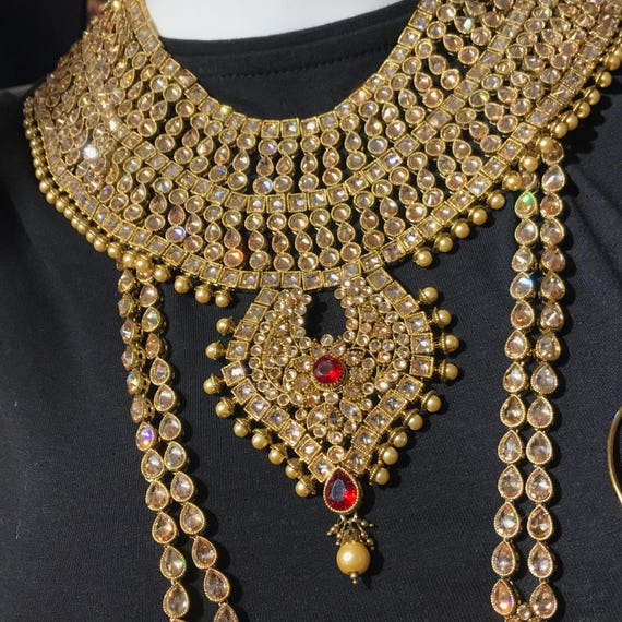 MEENA ANTIQUE GOLD, RED AND PEARL BRIDAL JEWELLERY SET.