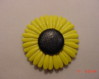 Vintage Black Eyed Susan Flower Blossom Brooch  17 - 126