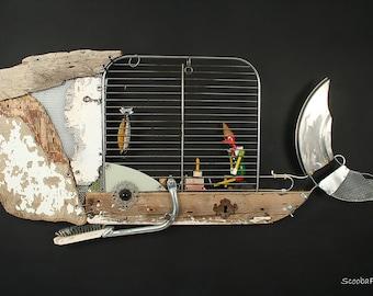 PINOCCHIO and WHALE scultura da parete, balena di legno e metalli con Pinocchio, costruita con materiali di recupero, made in Italy