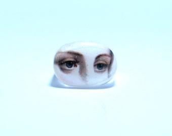 Lover's eye, resin ring, Eye ring.  Modern Jewelry. Gift for her, lips, kiss, lovers eye,
