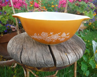 1979 - 1981 Pyrex Cinderella 442 Butterfly Gold 1 1/2 quart Mixing Bowl - Excellent Condition