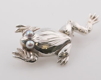 Circa 1960s Sterling Silver Frog Pin Brooch with Pearls, VJ #20C