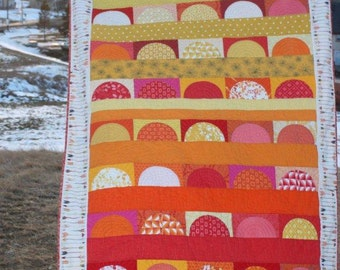 Drunkards Path Quilt Pattern PDF, Modern Sunset Quilt, Drunkard's Path Block pattern, charm pack pattern, curved piecing quilt pattern