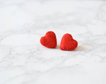 Set of red felt heart collar pins | Made with an optional 10cm gold or silver chain