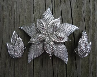 Coro Silvertone Flower Brooch Set