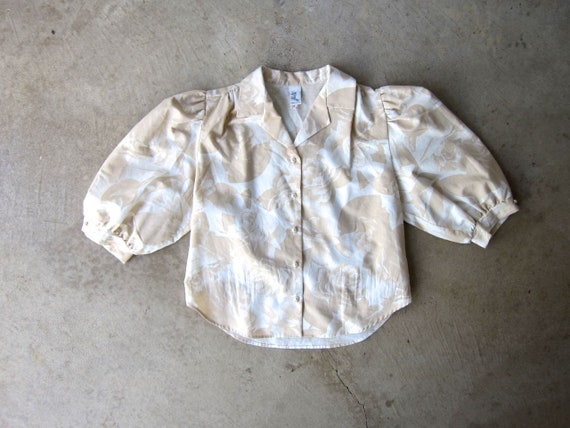 Hawaiian Floral Blouse 80s Beige & White Button Up Crop Top Boxy Short Sleeves Vintage 1980s Casual Minimal Summer Blouse Womens Medium