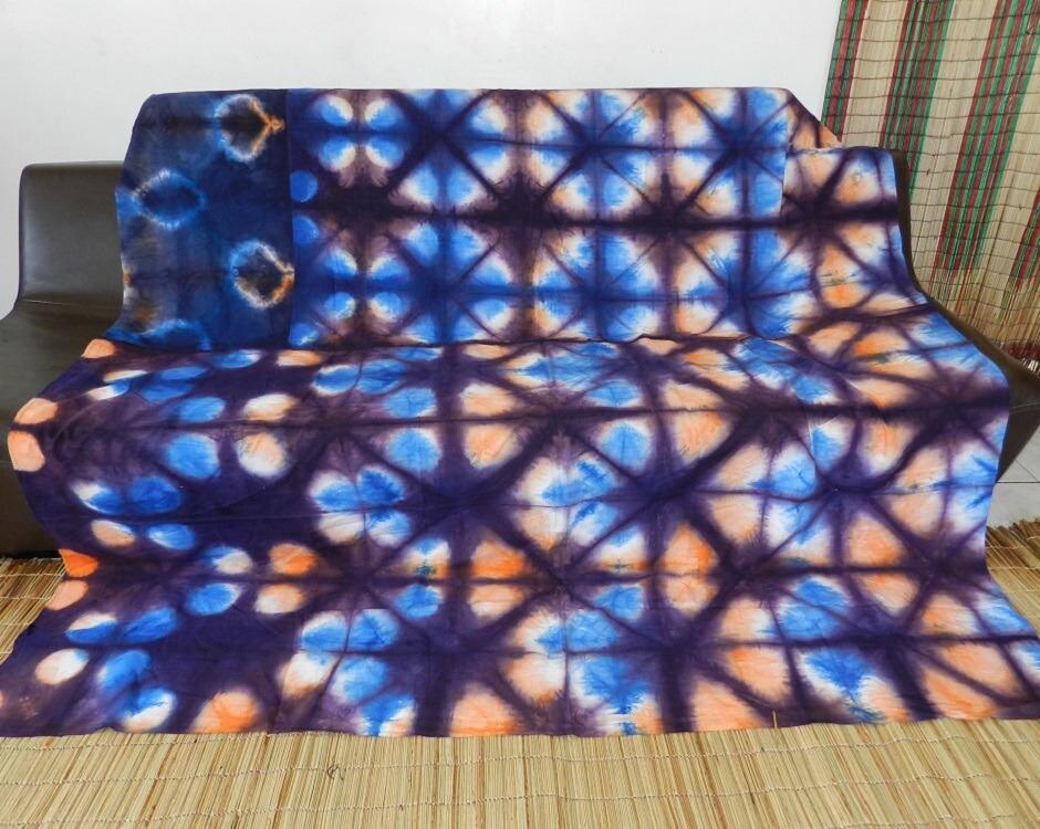 drap et couvre lit et dessus de canap en tissu motif ethnique. Black Bedroom Furniture Sets. Home Design Ideas