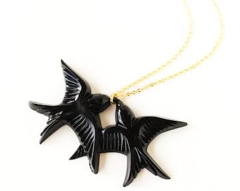 Black vintage plastic swallow love birds gold necklace