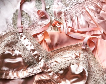 Dead Stock 1930's Vintage Peach Pink Bra With Ecru Lace~Valentine~Bralette