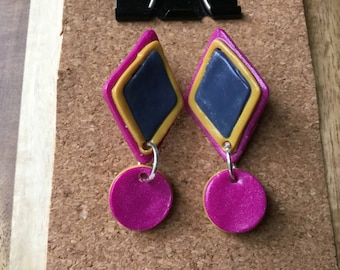 Retro statement exclamation earring. Magneta, mustard and navy polymer clay.
