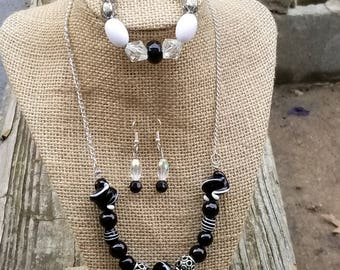 Unique Black and White Glass Bead Necklace set