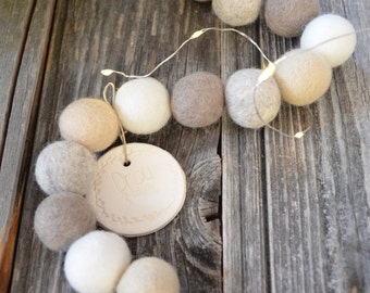 Natural wreath in felt balls