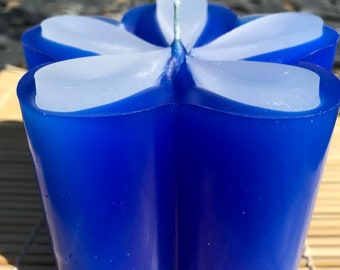 Blue flower candle with raised petals - feng shui water scent