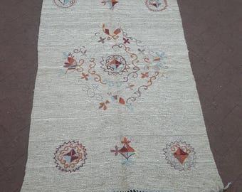 "3x5 embroidered kilim rug, handmade embroidered rug, small kilim rug, tapestry rug. Size:3'x 4'11"""
