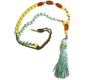 Un gland de soie collier, bijoux Bohème, perlée longue collier, longueur réglable Boho en perles Aqua lumineux