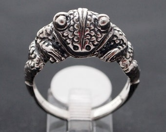 Frog Ring in Sterling Silver