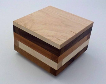 Maple Cosmopolitan Box