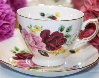 QUEEN ANNE Bone China Teacup and Saucer Set  1953-64  Pattern 8289