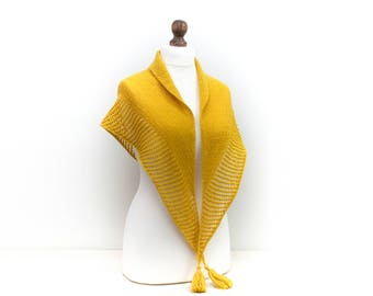 Hand knit Triangle scarf Shawl Alpaca wool blend in yellow Gift for her Mother gift knit Luxury scarf Perfect for spring