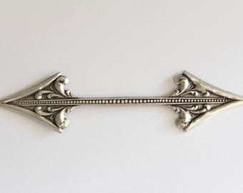 Striking vintage-style oxidized silver double arrow stamping - 4 inches (1)