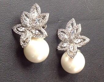 Bridal Crystal Pearl Stud earrings, Pearl Crystal Bridal Earrings, Pearl Wedding Earrings