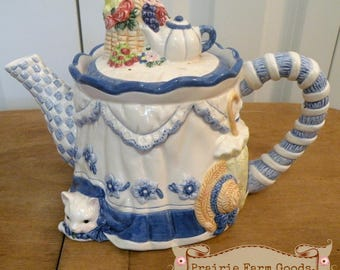 Vintage Avon Kitty Tea Pot in Blue and White, Mint Condition Vintage Avon Teapot, Collectors Teapot, ECS RDT OFGteam SVFteam FVGteam